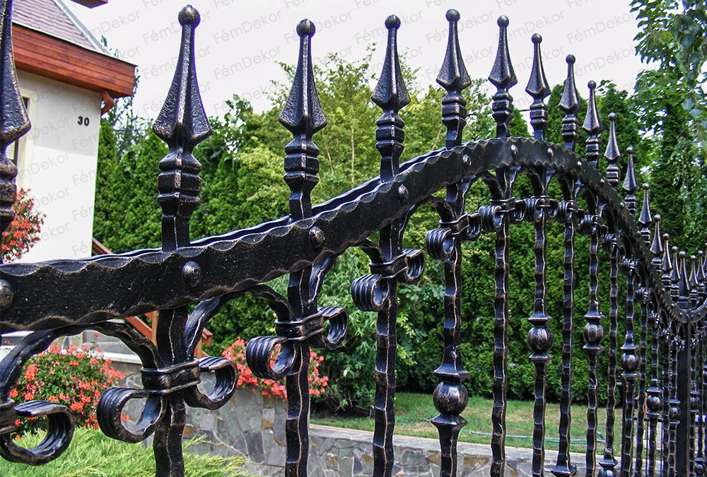 Kovácsoltvas kerítést kiegészítő díszek